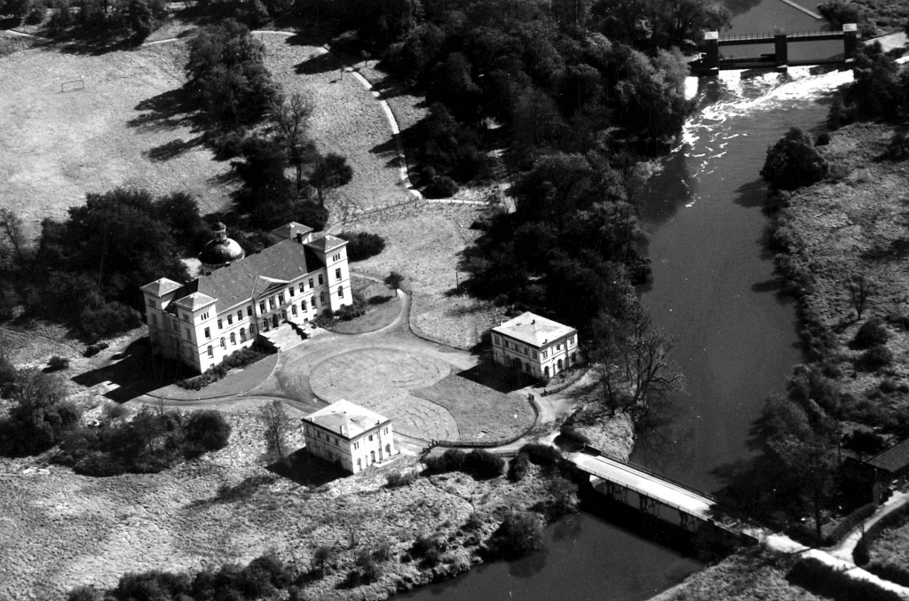 Lippholthausen Schloss Buddenburg im Herbat 1961 Luftbild Die Gebäude wurden 1977 abgerissen